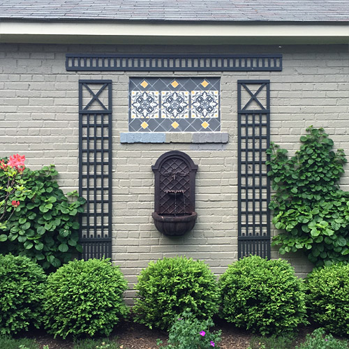 Wall fountain with tile